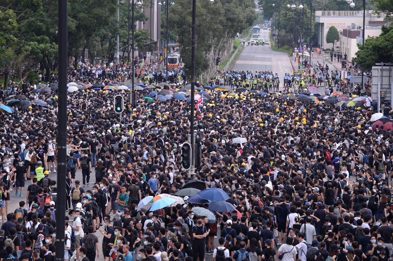 示威者佔據馬路