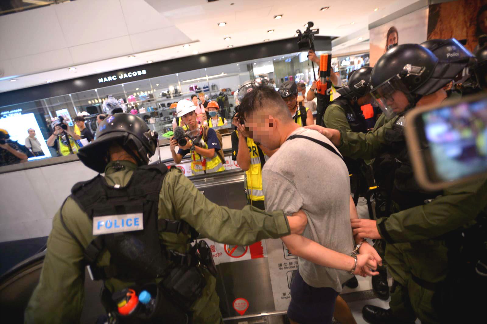 衝突中多人被捕。