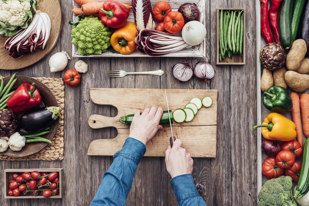 培養健康飲食及恒常運動的生活方式,可以降低患上腦退化的風險。