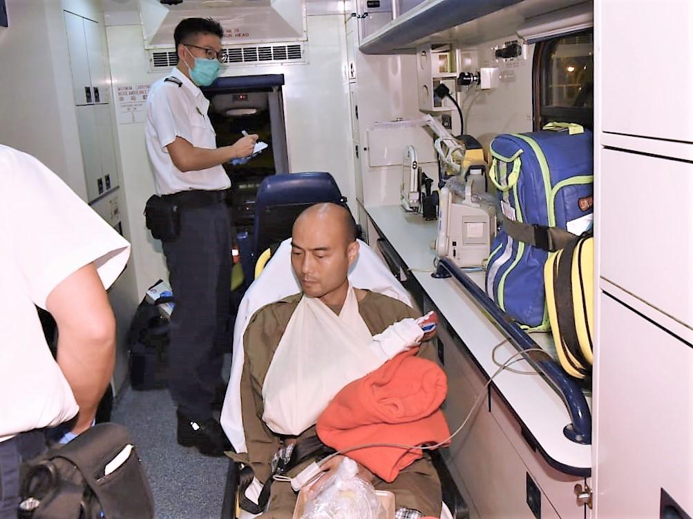 受傷警員。