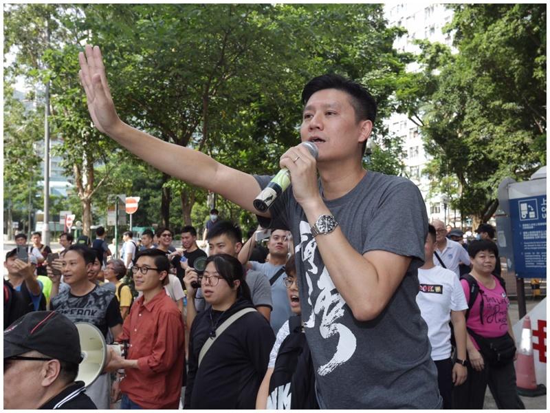 譚文豪辦事處遇示威。