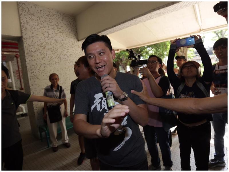 【逃犯條例】譚文豪辦事處遇示威 支持者報噓聲引口角