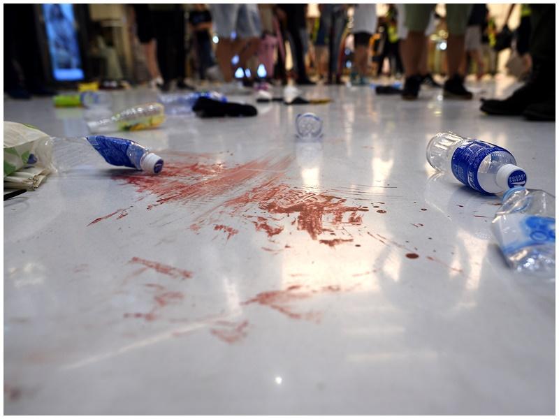 新城市廣場爆衝突後地上留有血漬。資料圖片