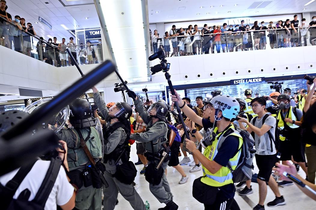 昨晚新城市廣場的衝突中,有多位記者受傷。資料圖片
