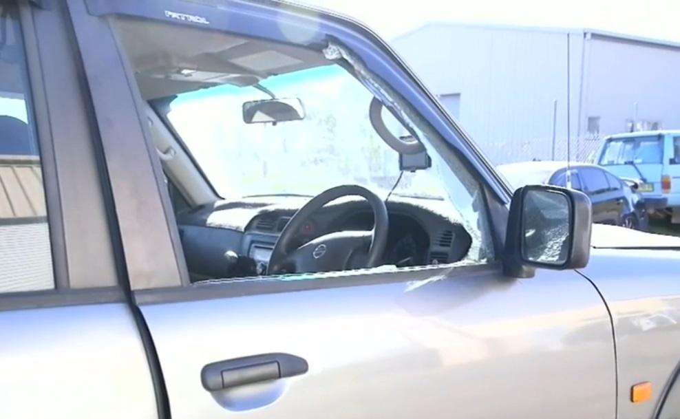 警察將車窗打破擒獲4人。網上圖片