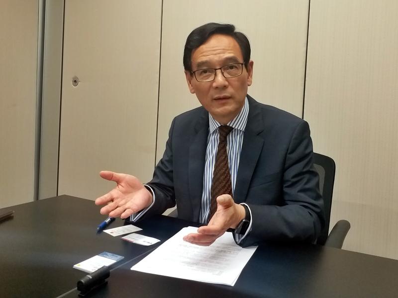 謝認為政府可透過行政指引的方法增房屋供應,直言「快過上立法會」。