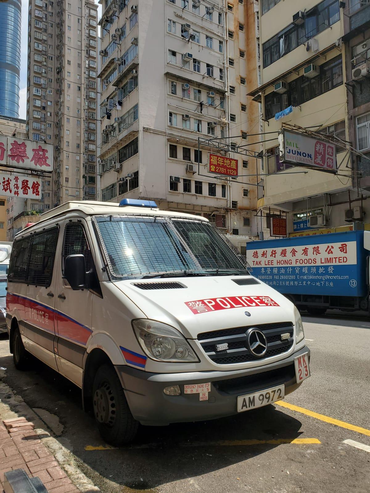 警員到場調查女子尋死原因。梁國峰攝