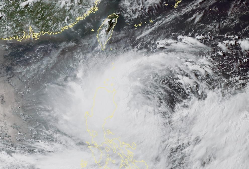 台灣中央氣象局預測,明日日間發布陸上颱風警報。氣象局