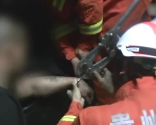 貴州警開不到手銬  召消防出馬解困
