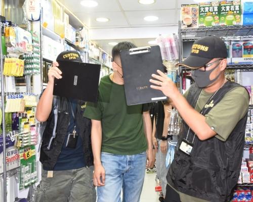 威迫顧客買7000元中藥材 兩男子涉違商品例被捕