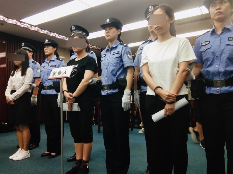 三人於2017年10月被拘留,後被起訴。 網圖