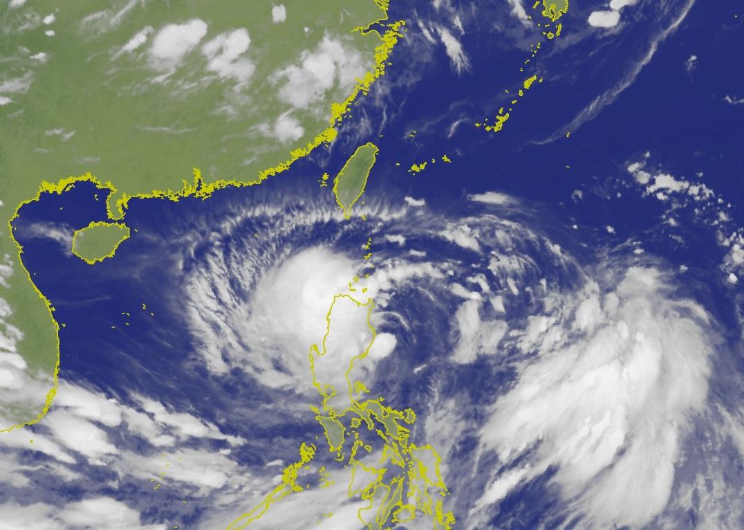 風暴「丹娜絲」逐步迫近台灣。中央氣象局