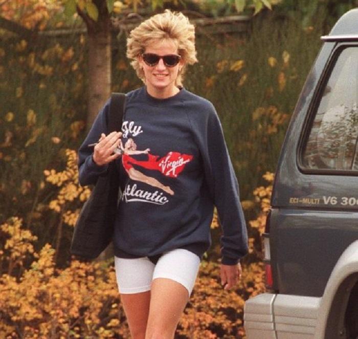 英國已故戴安娜王妃戴妃遺物運動衣。網上圖片