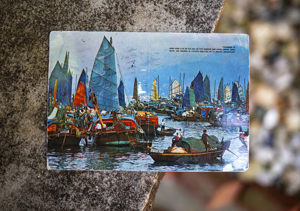 遲了足足26年的香港明信片。AP圖片