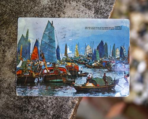 港寄出明信片 26年後寄抵美國