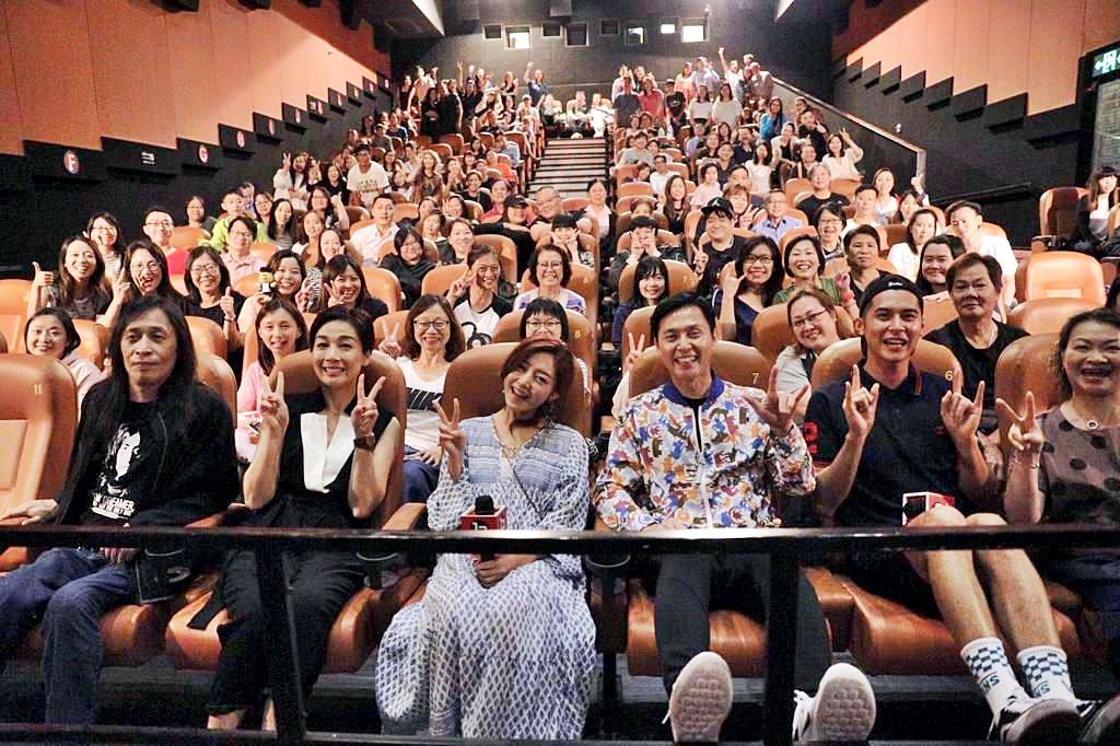 《掃毒2天地對決》首日開畫報捷,眾演員到戲院謝票。