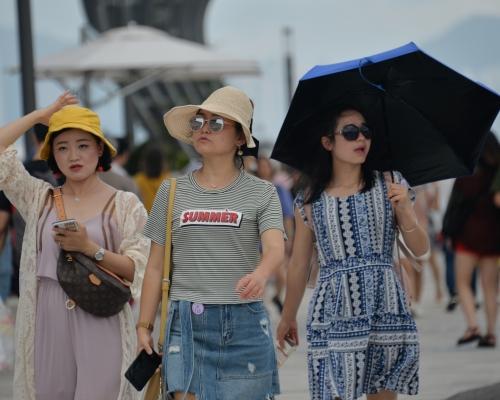 酷熱警告生效 日間有陽光及酷熱最高33度