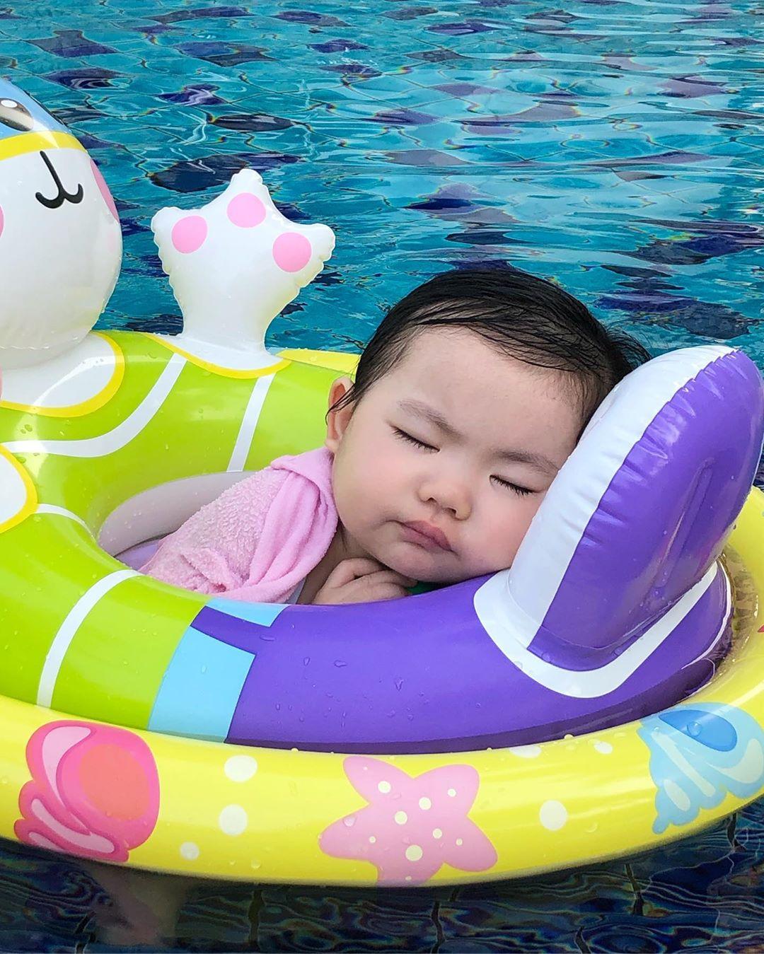李元元游水變睡覺。 IG圖
