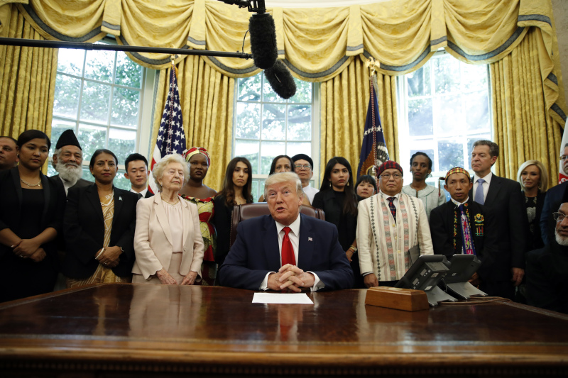特朗普接見受宗教迫害人士。AP