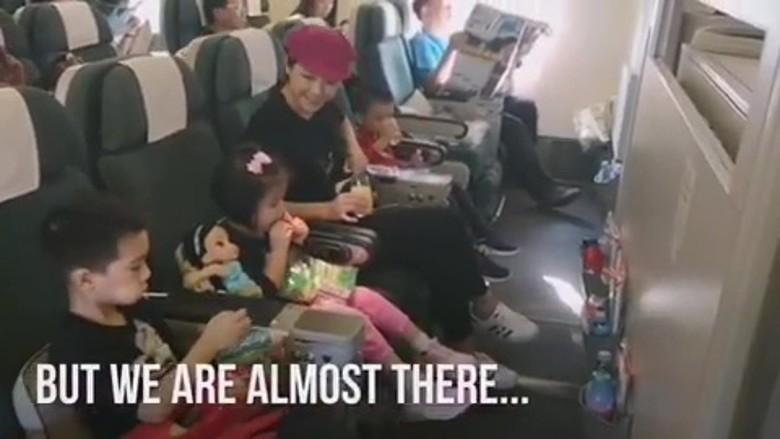 Aimee安排與3個仔女坐經濟艙。 陳茵媺IG圖