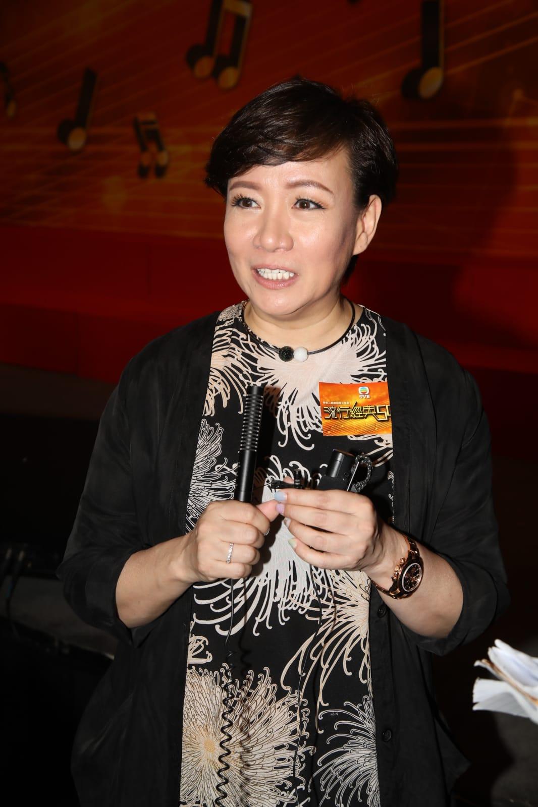 娥姐透露即將為舞台劇《謀殺啟事》踩台綵排,更會跟陳煥仁合唱。