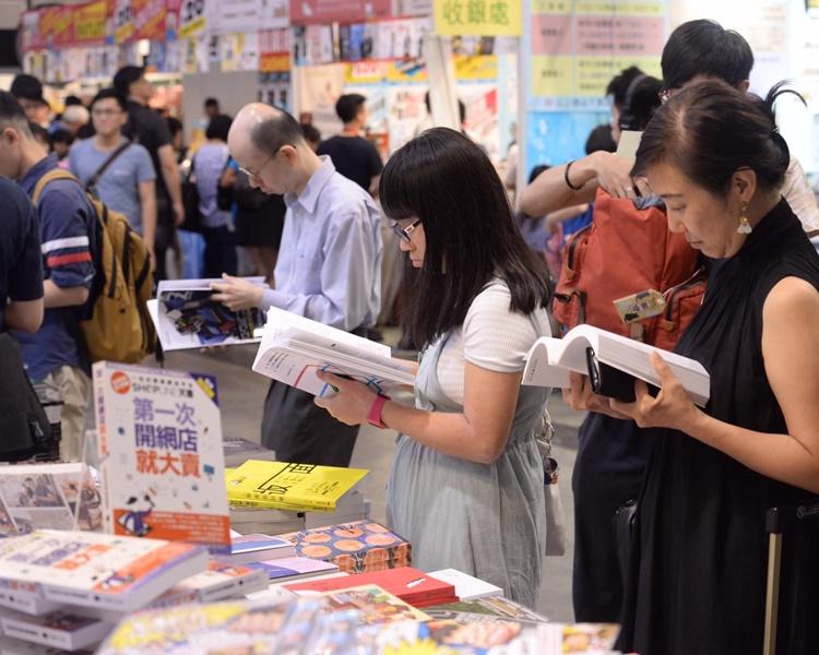 書展第二日下午人流開始增多。