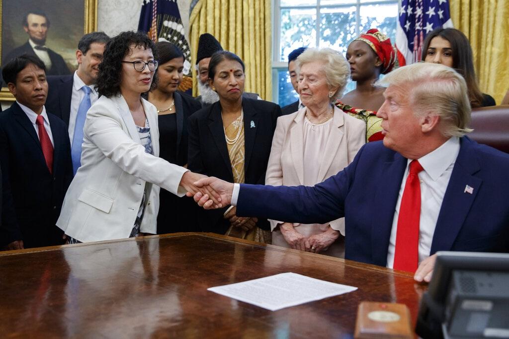 特朗在於白宮會見27名遭受宗教迫害的人士。AP圖片
