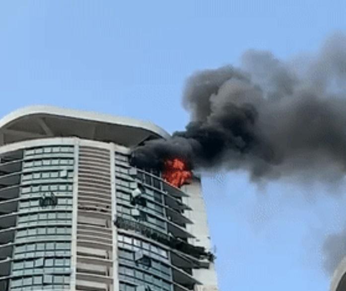 深圳羅湖一個高層住宅單位發生火警。網上圖片