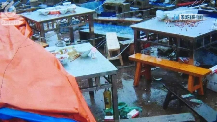 雲南網紅直播母親喪禮期間雨棚倒塌。網上圖片