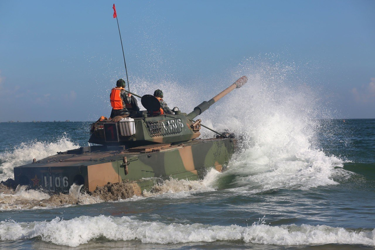 大陸解放軍2017年曾在東山島海域實施兩棲操演。網上圖片