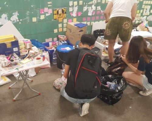 【逃犯條例】市民到大埔 「連儂隧道」自發清理 重鋪便利貼