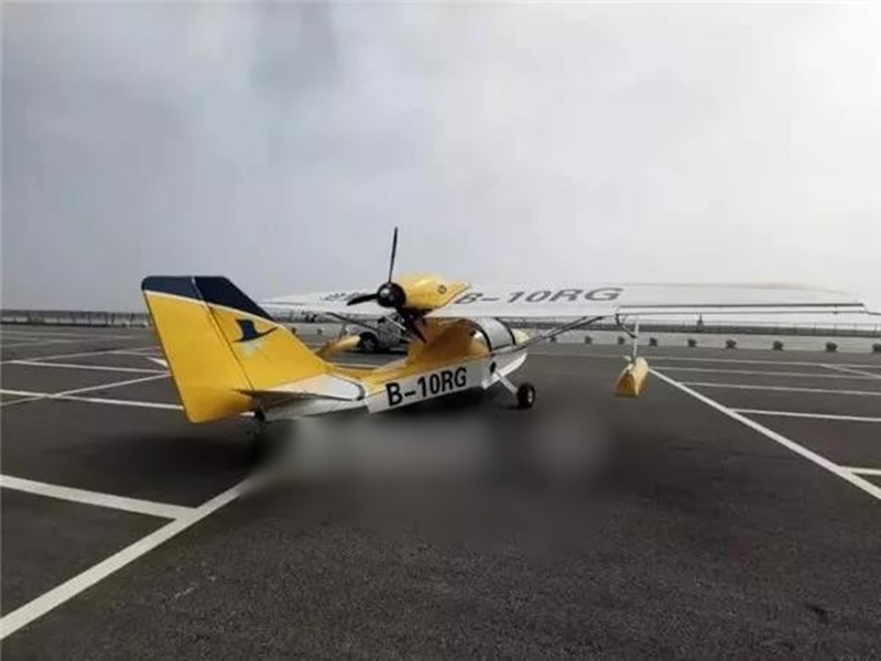浙江一名13歲的男童以靠觀察的方式學會了駕駛飛機,並在半夜偷偷開走了兩架飛機。網圖