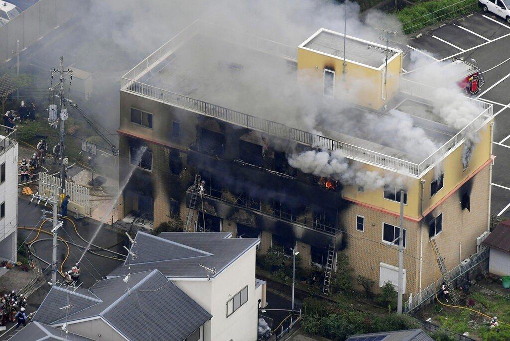 日本「京都動畫」工作室遭縱火釀成33死35傷的慘劇。網圖