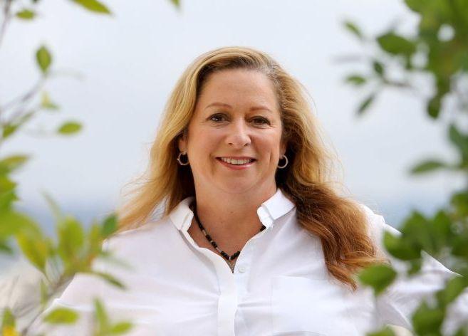 艾比蓋兒是華特迪士尼三哥、迪士尼聯合創辦人洛伊迪士尼(Roy O. Disney)的孫女。