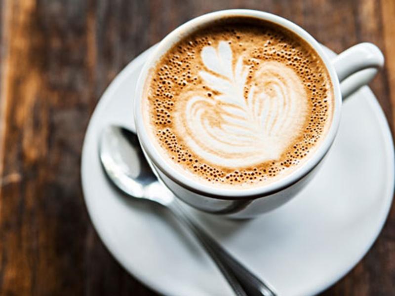 鮮奶咖啡未必能補充鈣質。網圖