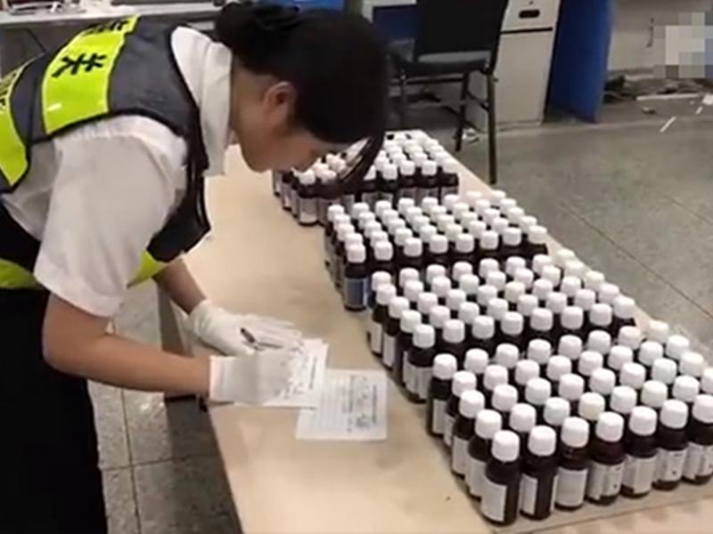 深圳海關打擊走私咳藥水,共拘捕6名疑犯,扣押咳嗽水超過10000樽。  網圖