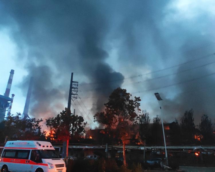 現場冒出大量濃煙。新華社