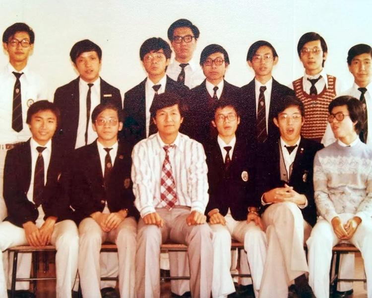 加入天文台前,梁榮武(左三)曾於聖文德書院任教。 受訪者提供