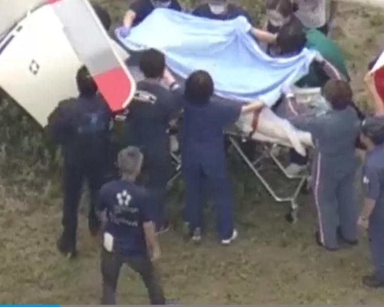 疑犯青葉周六上午已轉送專科醫院接受治療。圖:NHK