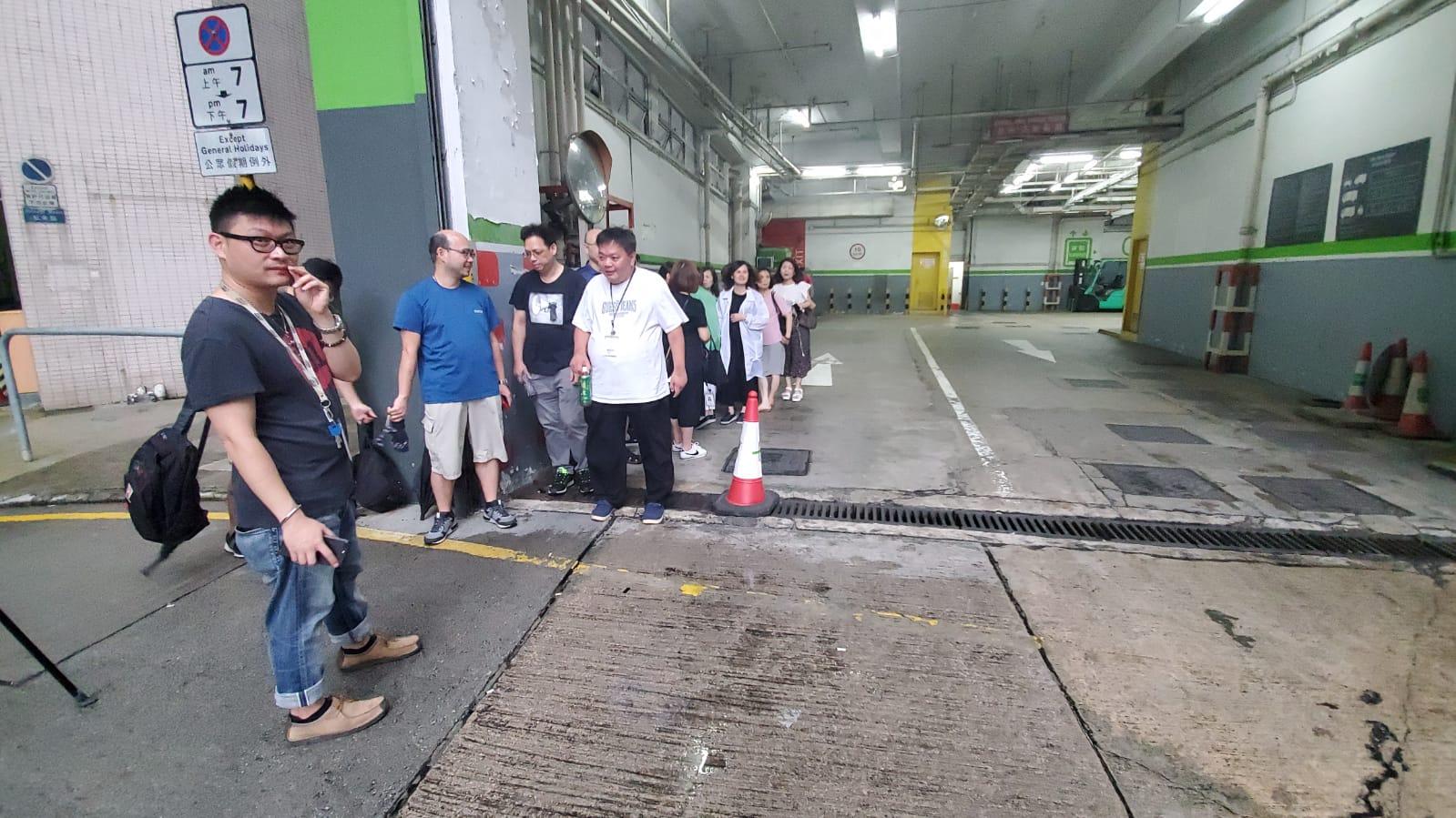 警方早前已疏散附近工廠大廈內的市民。