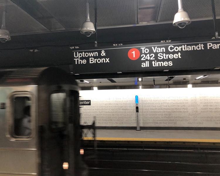 地鐵故障令全市三分之一的線路停運超過一小時。AP