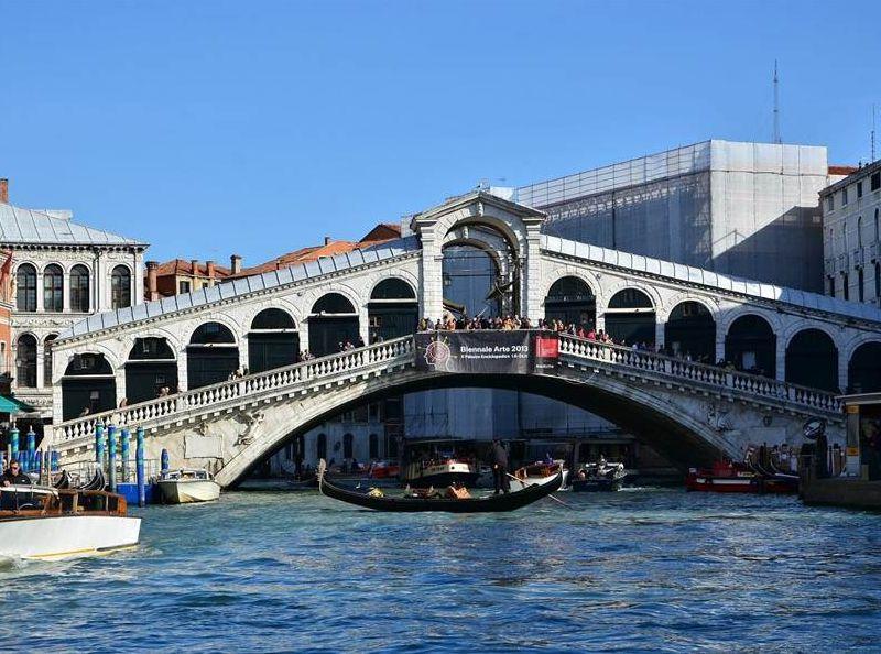 意大利威尼斯名勝里阿爾托橋。網圖