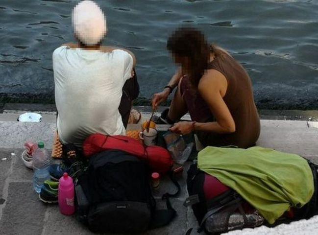 兩名德國遊客被警察起訴及被判罰款。網圖