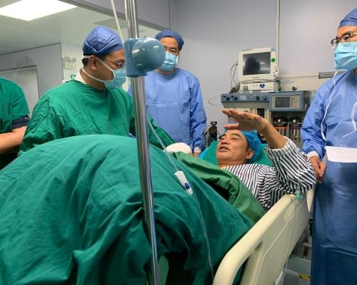 【任達華遇襲】手術成功 華哥笑住同醫生對話