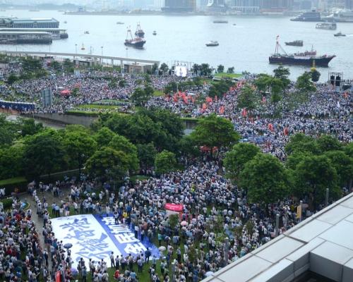 【逃犯條例】「守護香港」大會稱31.6萬人參加 警方指高峰時有10.3萬人