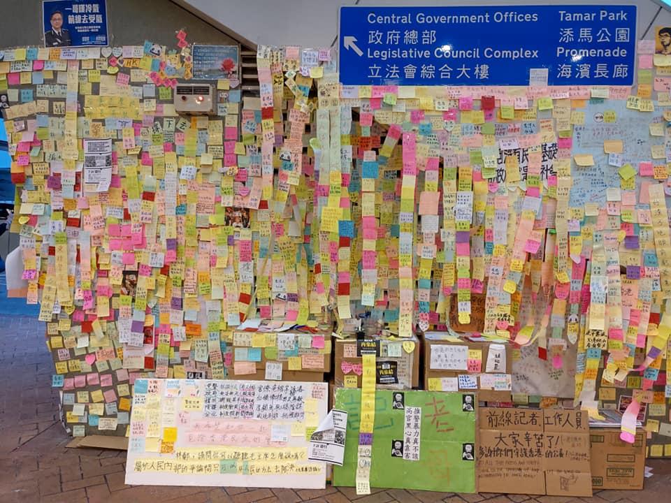 金鐘連儂牆被毀前的情況。網民Frederick Yeung圖片