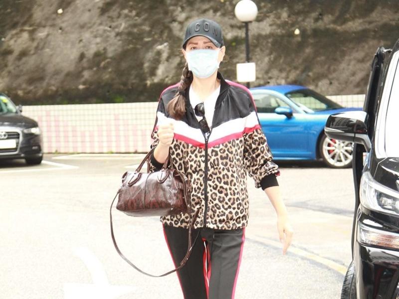 琦琦今早到醫院探華哥。