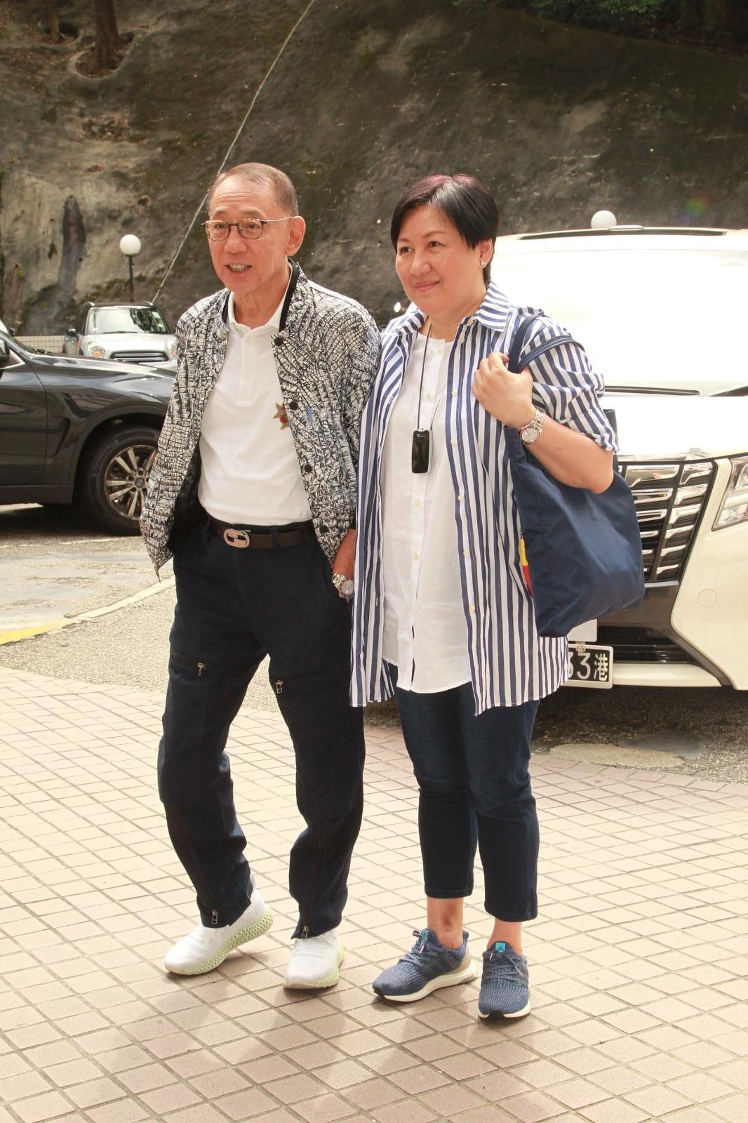 老闆楊受成與太太再到醫院探望任達華。