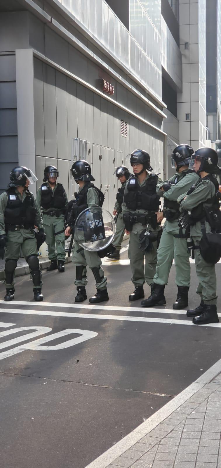 防暴警察戒備