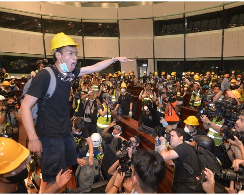 【逃犯條例】《南早》消息:警方擬人臉識別追捕700示威者 前線衝擊後勤物資均在列